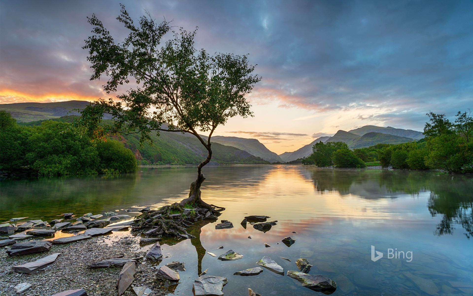 Sunrise at Llyn Padarn at Llanberis, Snowdonia National Park